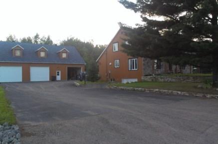 Maison tages vendre mauricie iu632 publimaison - Porte de garage sectionnelle 200x300 ...