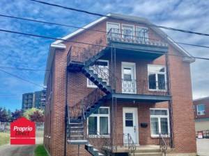 10828085 - Triplex for sale