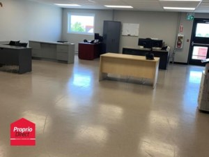 10032600 - Commercial space for rent