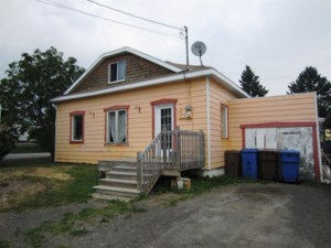28166599 - One-and-a-half-storey house for sale