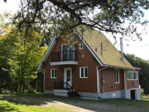 23000159 - One-and-a-half-storey house for sale