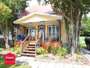 23383844 - One-and-a-half-storey house for sale