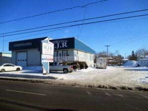 13663219 - Bâtisse commerciale/Bureau à vendre