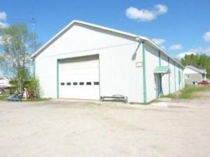 28026637 - Bâtisse commerciale/Bureau à vendre