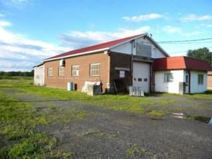 23671015 - Bâtisse commerciale/Bureau à vendre