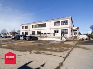 18056976 - Bâtisse commerciale/Bureau à vendre