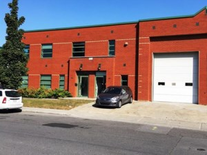 13546290 - Bâtisse industrielle à vendre
