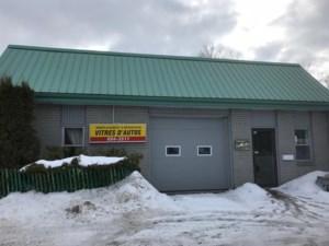 25664611 - Bâtisse commerciale/Bureau à vendre