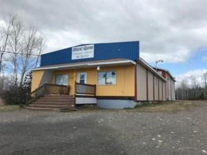 22641983 - Bâtisse commerciale/Bureau à vendre