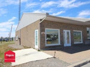 22303834 - Bâtisse commerciale/Bureau à vendre