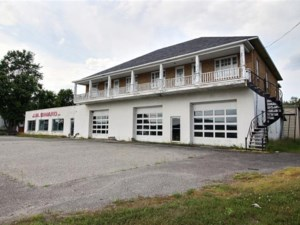 20625133 - Bâtisse commerciale/Bureau à vendre