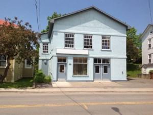 24819113 - Bâtisse commerciale/Bureau à vendre