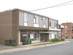 24474353 - Bâtisse commerciale/Bureau à vendre
