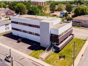13803726 - Bâtisse commerciale/Bureau à vendre