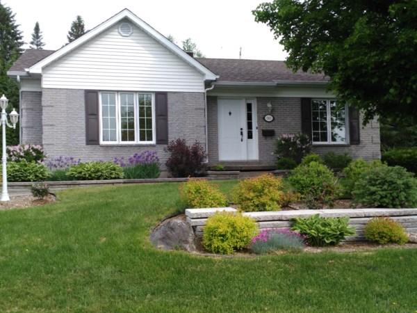 bungalow vendre chaudi re appalaches lc342 publimaison. Black Bedroom Furniture Sets. Home Design Ideas