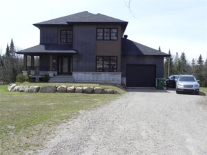 23533416 - Maison à étages à vendre