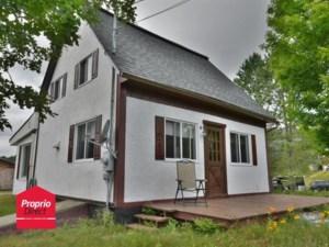 23441839 - Maison à étages à vendre