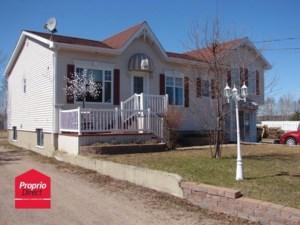 20354302 - Maison à étages à vendre