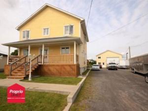 23936881 - Maison à étages à vendre