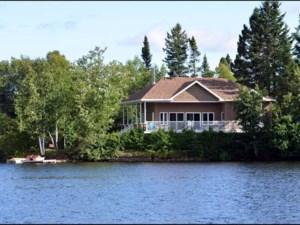 19830051 - Maison à étages à vendre