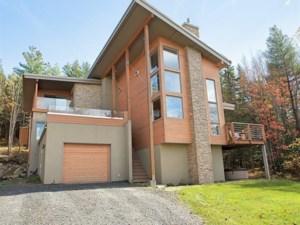 13869809 - Maison à étages à vendre