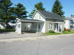 26752208 - Maison à étages à vendre