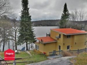 22825076 - Maison à étages à vendre