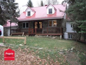 23560589 - Maison à étages à vendre