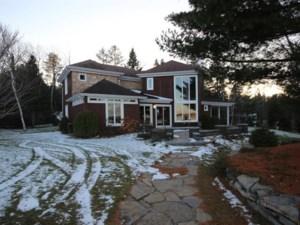 23289093 - Maison à étages à vendre