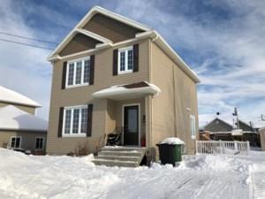 22784597 - Maison à étages à vendre