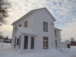 23525558 - Maison à étages à vendre