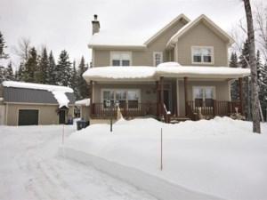 20711216 - Maison à étages à vendre