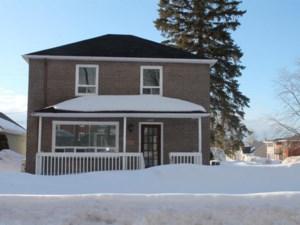 27066461 - Maison à étages à vendre