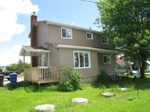 24548824 - Maison à étages à vendre
