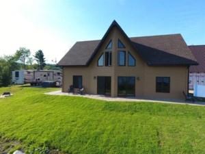 20890814 - Maison à étages à vendre