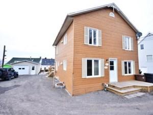12537601 - Maison à étages à vendre