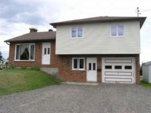 27987709 - Maison à étages à vendre