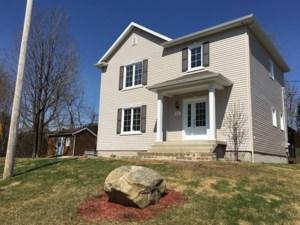 12243032 - Maison à étages à vendre