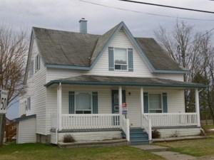 10133325 - Maison à étages à vendre
