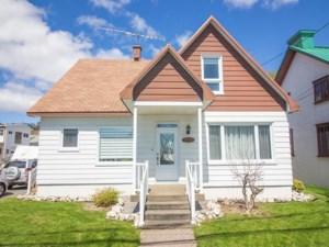 20469871 - Maison à étages à vendre