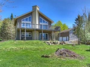 24726064 - Maison à étages à vendre