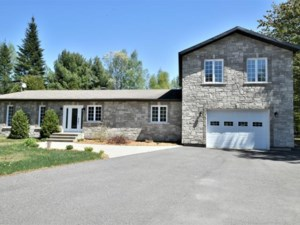 17869565 - Maison à étages à vendre