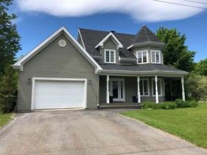 10747004 - Maison à étages à vendre