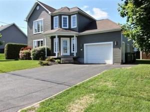 23295822 - Maison à étages à vendre