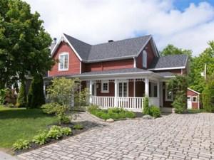 23519643 - Maison à étages à vendre