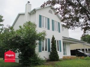 25410859 - Maison à étages à vendre