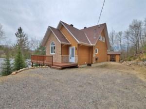 24262936 - Maison à étages à vendre
