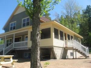 14635001 - Maison à étages à vendre