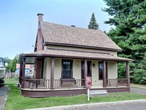 19958814 - Maison à étages à vendre