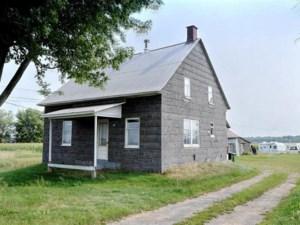 9542023 - Maison à étages à vendre